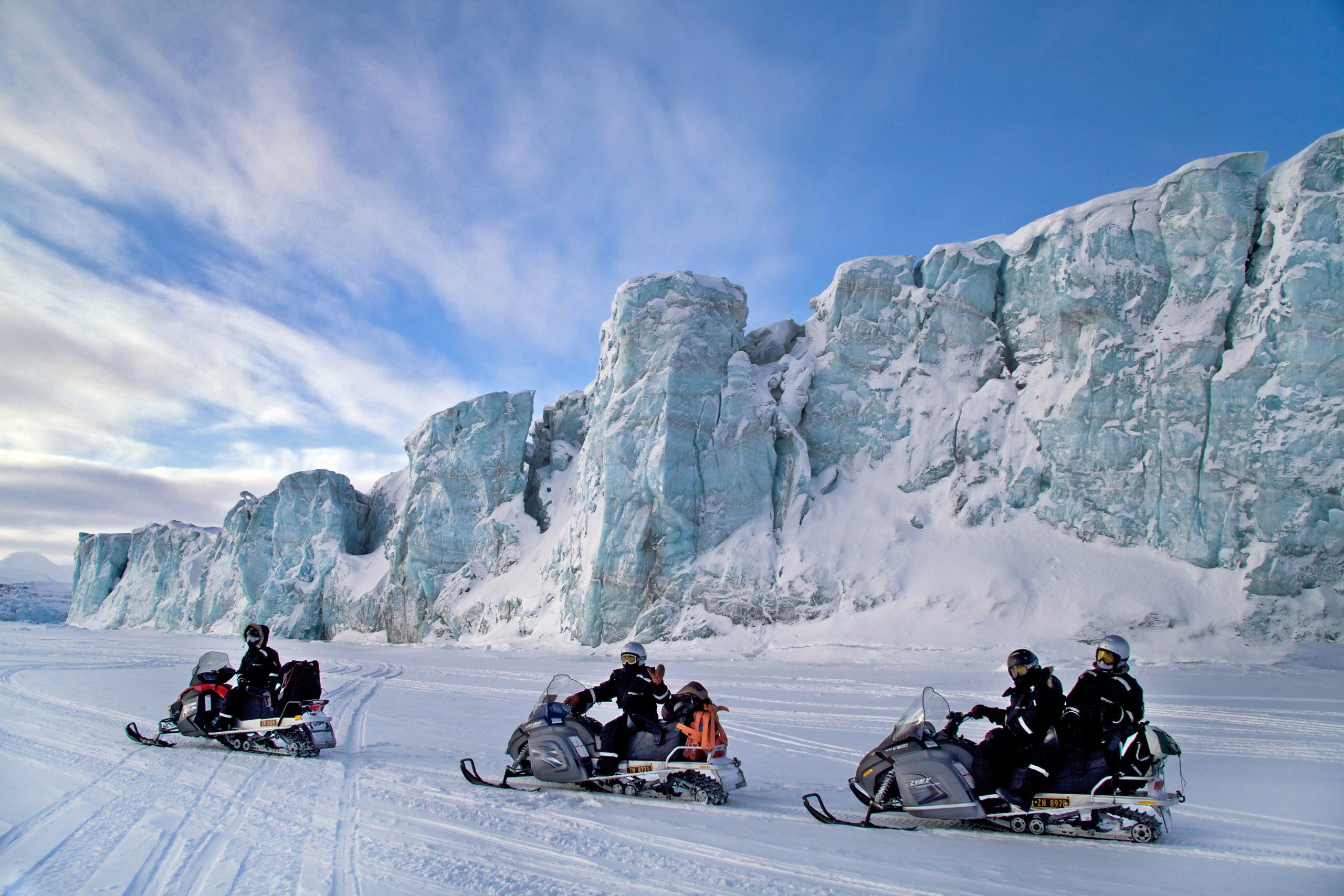 Islas Svalbard - En trineo y motonieve